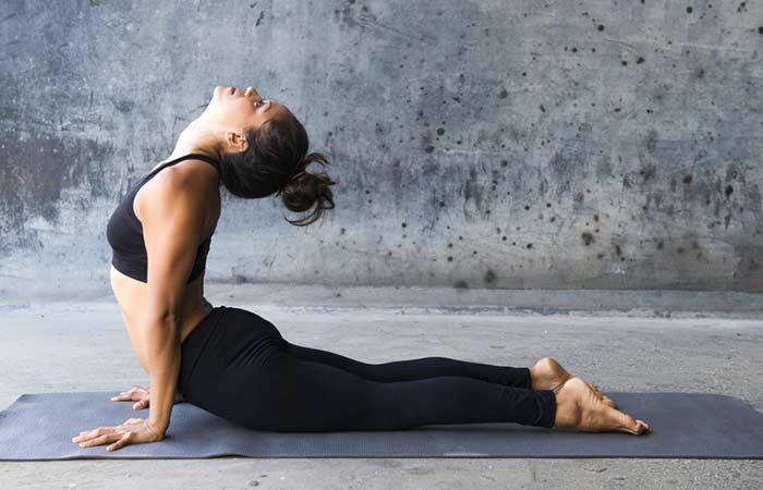Bhujangasana Yoga houdingen voor borstvergroting