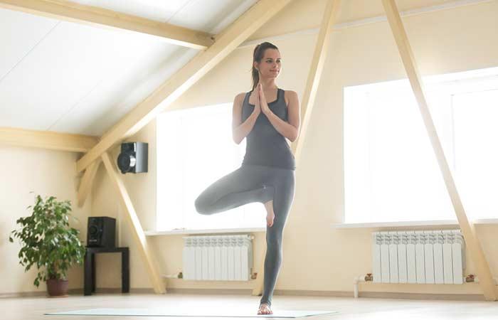 Vrikshasana Yoga houdingen voor borstvergroting