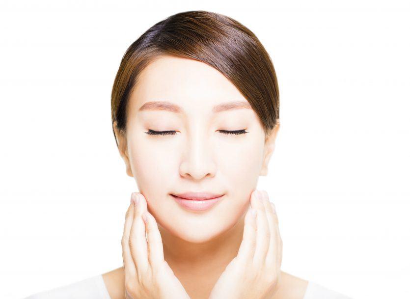 6 fantásticas asanas de yoga que te ayudarán a combatir los problemas de la piel